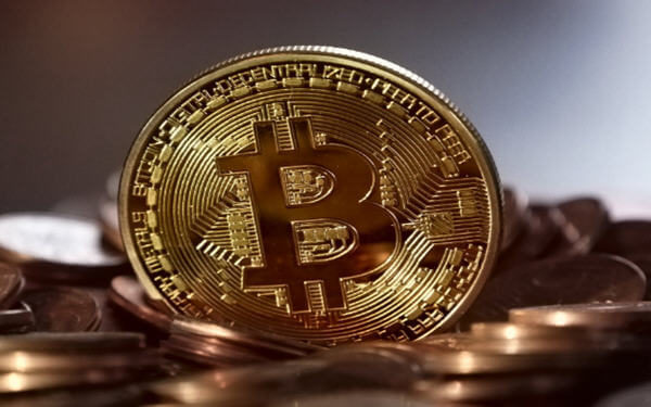 Bitcoin Extends Rally, Tops $8,000 for First Time Since May-比特币5月以来首次站上8000美元