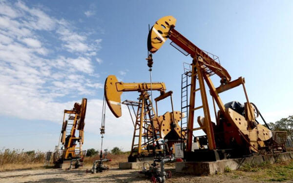 China's crude oil output climbs for first time in nearly three years-中国原油产量将近三年来首现增长