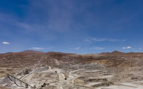 Mitsubishi, Sumitomo said to be after Teck's Quebrada Blanca mine-日本三菱和住友商事对参与Teck铜矿感兴趣