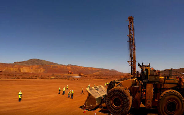 Rio Tinto, Japanese partners to inject $1.55B into Aussie iron ore projects-力拓联手日本合作伙伴向澳洲铁矿石项目投资15.5亿美元