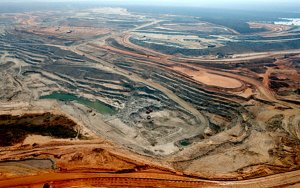 Randgold to cease trading as merger with Barrick gets final approval-与巴里克合并获最终批准,Randgold股票停牌