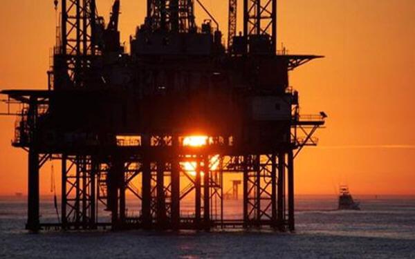 U.S. oil drillers cut most rigs since May 2016: Baker Hughes-贝克休斯:本周美国石油钻井平台数量出现两年多以来最大降幅