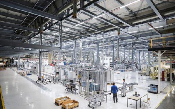 Flagship Volkswagen plant transforms for EV era-大众的旗舰工厂向电动汽车时代转型