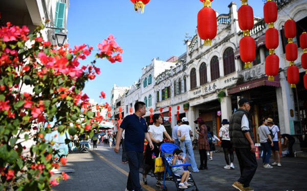 Holiday week spending over 1 trillion yuan