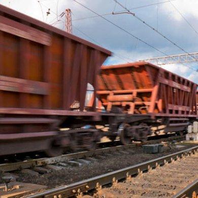 China iron ore imports rise on pre-holiday restocking