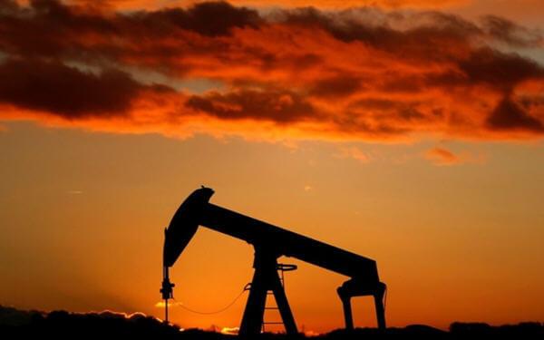 Oil Prices Rise on OPEC Supply Cuts, Venezuela Sanctions-欧佩克削减供应以及委内瑞拉受制裁支撑油价上涨