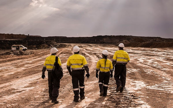Australia's South32 posts 18% jump in half-year profit-全球最大的锰矿公司去年下半年盈利增长18%
