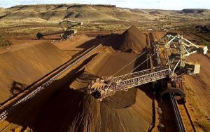 Iron ore prices reach almost two-year high;铁矿石价格持续走高,市场预期逆转