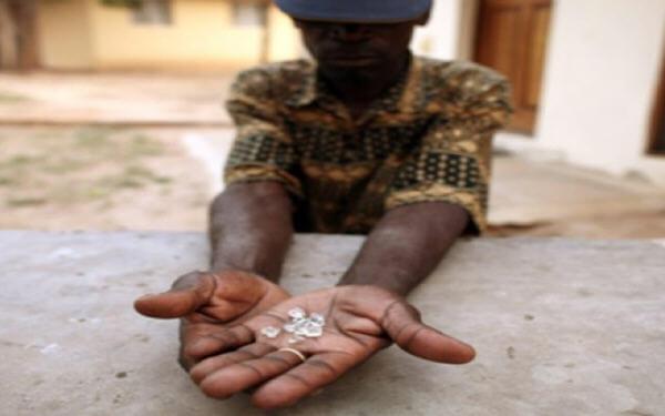 Russian diamond miner Alrosa wants controlling stake to mine in Zimbabwe-俄罗斯国有钻石商阿罗莎要求获得津巴布韦项目的控股权