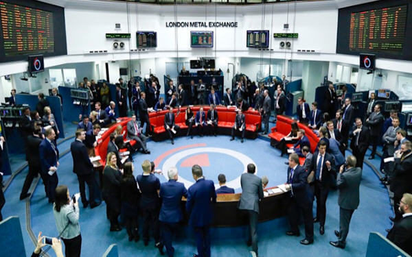 LME launches seven new contracts to try to boost volumes, profit-伦敦金属交易所推出热轧卷钢、氧化铝和钴等七项新合约