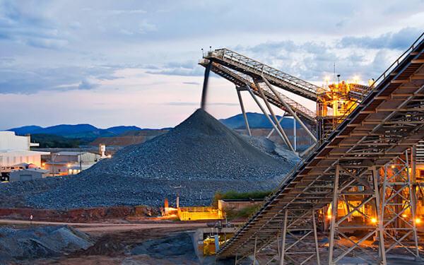 Lundin Mining grabs Brazilian mine from Yamana in $1B deal- Lundin Mining以10亿美元收购了巴西的一个铜金矿