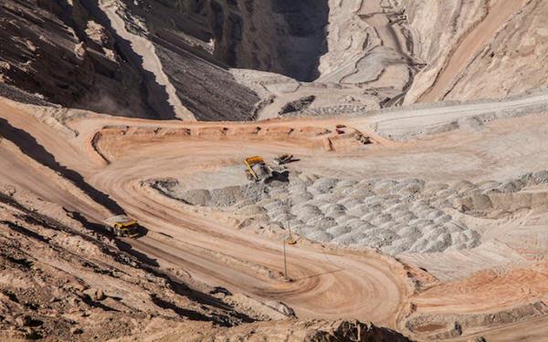 智利国家铜业公司开始Chuquicamata铜矿的地下开采