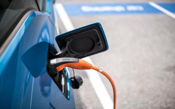 英国 电动汽车 充电桩