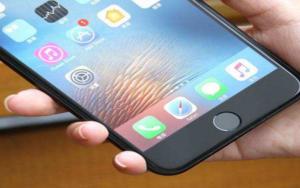 科技新闻精选——苹果的iPhone SE继任者推迟上市,特朗普支持向中国出售美国制造的喷气发动机