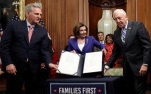 众议院通过2.2万亿美元经济刺激法案