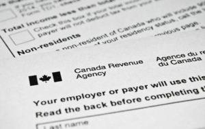 加拿大人报税时间延长一个月