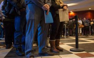 上周美国失业救济人数可能超过550万