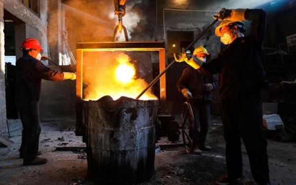 中国钢铁商提高产量