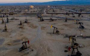 油价在美国原油库存大幅下滑后走势上扬