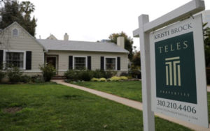 是复苏的迹象吗?美国商业活动和房屋销售激增