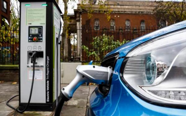 紧跟电动汽车热潮,这七只概念股明年还会大涨!