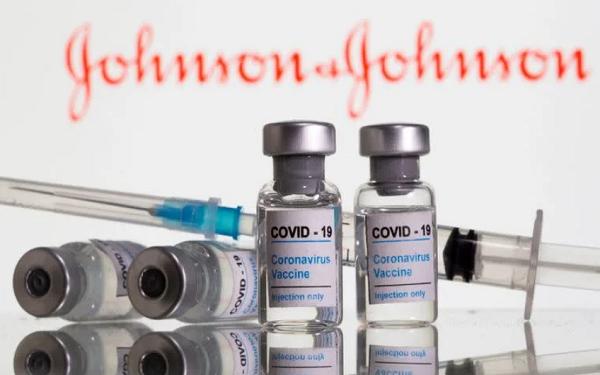 英国批准强生新冠疫苗,但削减了订单