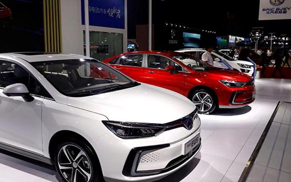 中国上半年新能源汽车销量增长了三倍多