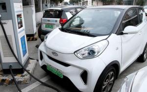 电动汽车生命周期的碳排放比燃油汽车少
